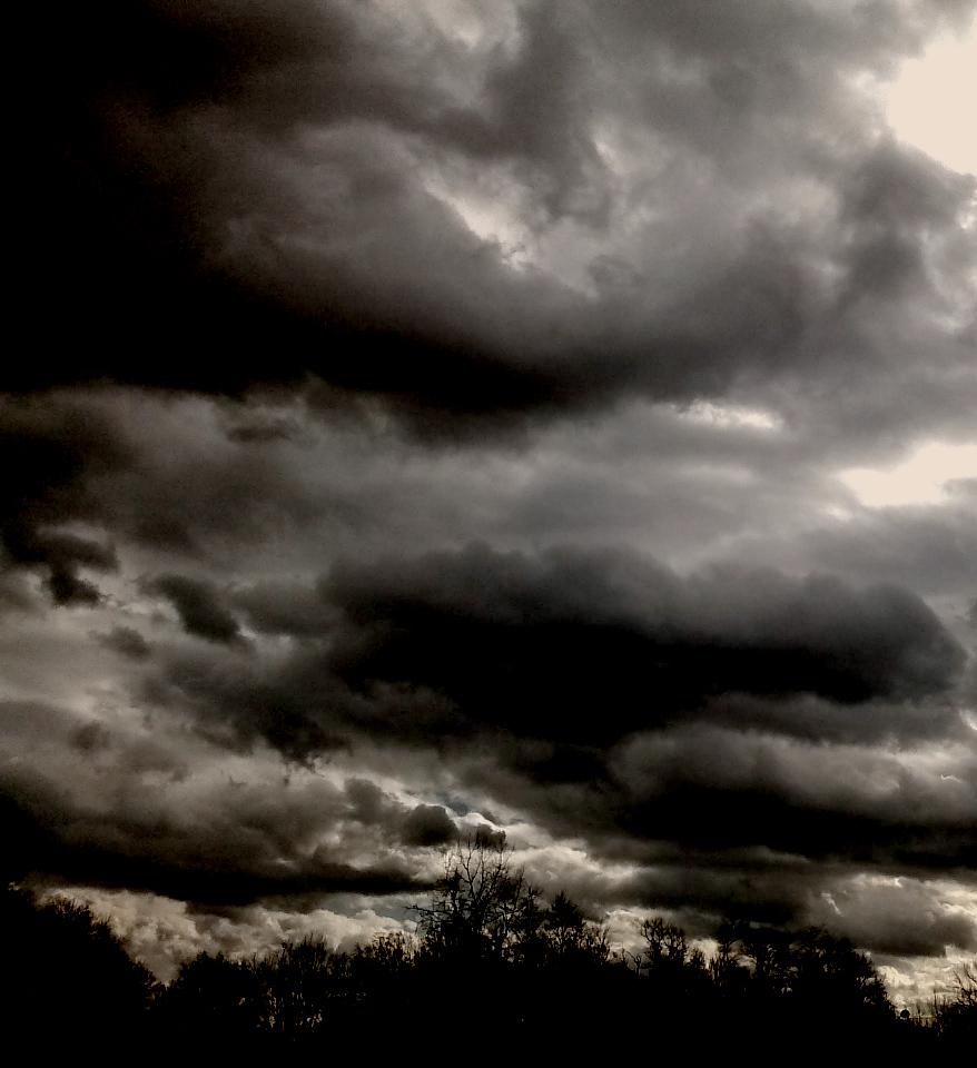 photography of a dark sky